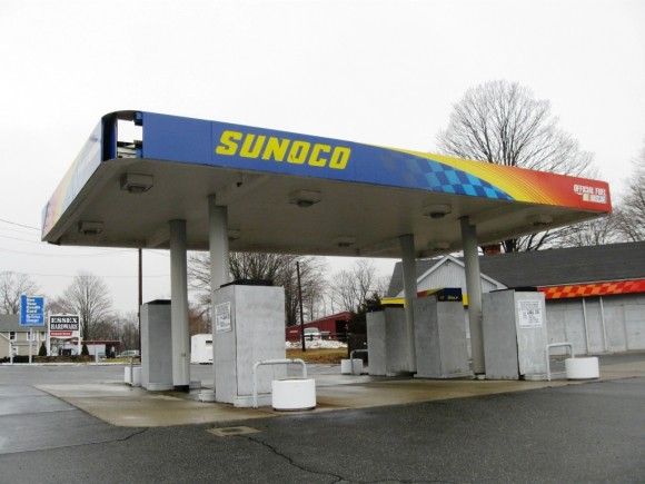 The presently abandoned Sunoco gas station on Main Street in the Centerbrook section of Essex.  (Photo by Jerome Wilson)