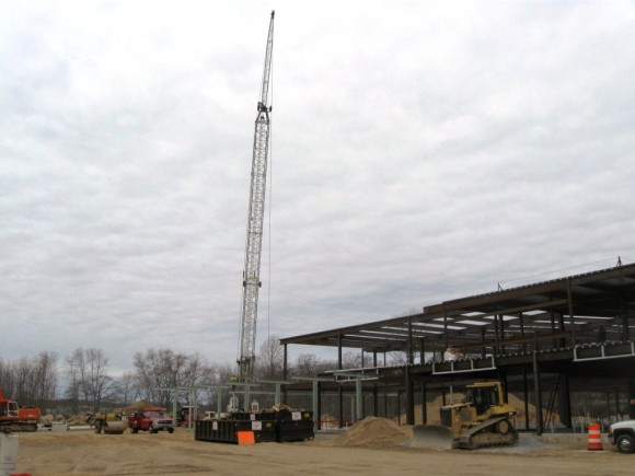 Huge crane that put in place the steel girders for the new Westbrook medical center