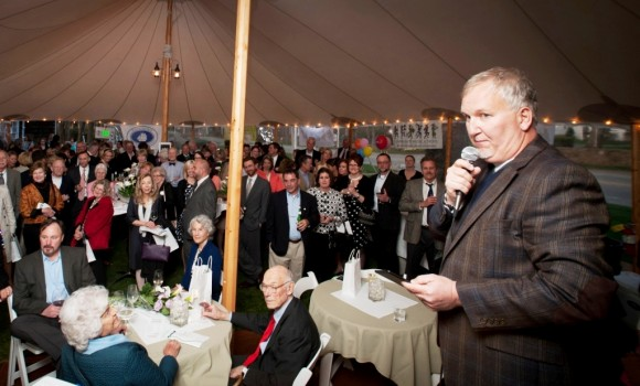 Pearl Twirl auctioneer and radio personality Damon Scott generates bidding action  (Photo by Kim Tyler Photography).