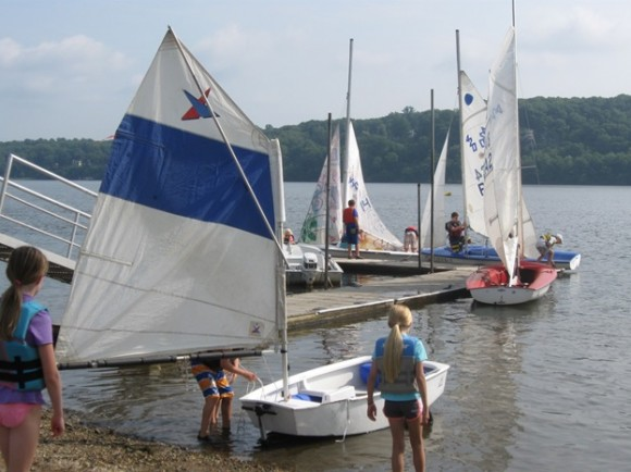 Young sailors launch their sailboats into the Connecticut River