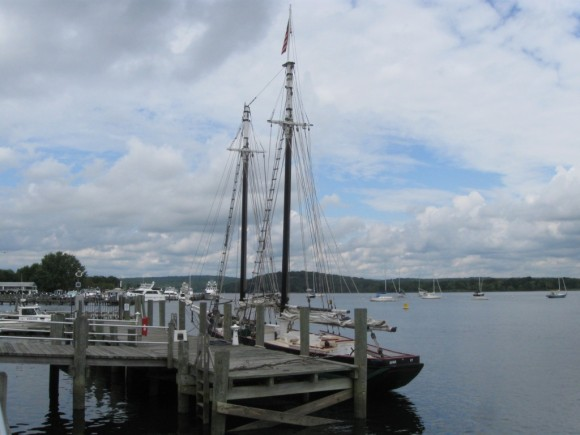 """The """"Mary E,"""" the schooner along side the Connecticut River Museum"""