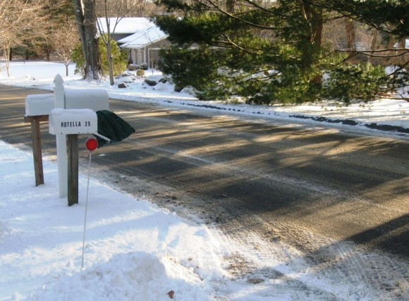 Mailbox_in_snow_Essex