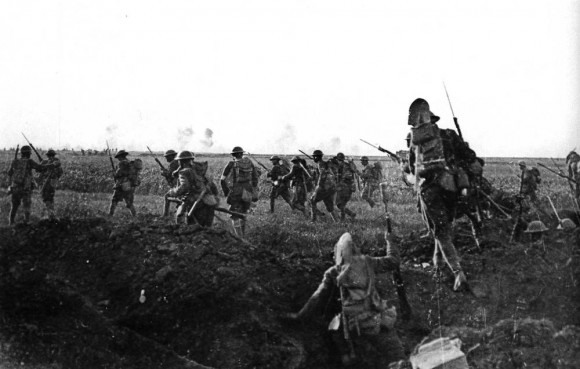 Up and out of the trenches, American troops attack in 1918. Photo published by Editions de la Martiniere, Paris, France.