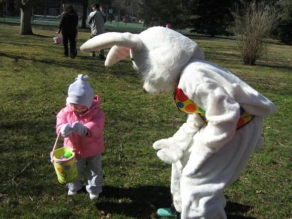 Easter_Bunny_egg_hunt