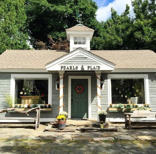 The charming exterior of 'Pearls and Plaid' in Haddam.