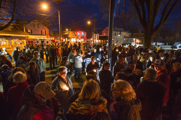 Hundreds gathered at Deep River Town Hall yesterday evening to pay tribute to their beloved First Selectman Dick Smith, who passed away Friday afternoon.