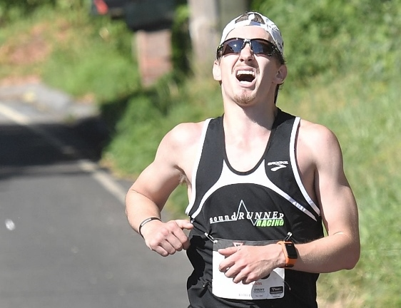 Chris Rosenberg of Old Saybrook, the store manager of Sound Runner, was the first place winner with a time of 21:13. Chris won the race in 2015 as well. (Al Malpa photo)