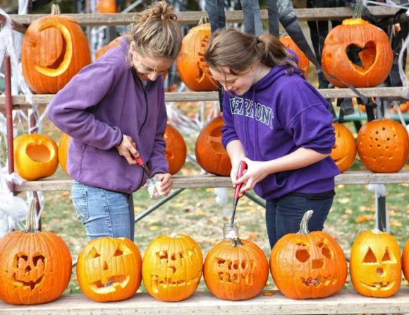 Show off your carving skills at Ivoryton's Pumpkin Festival!