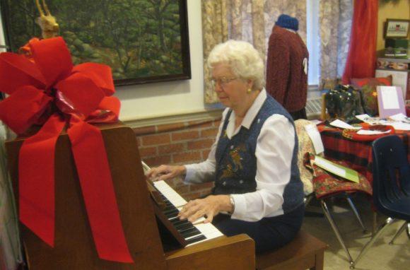christmas-faire-helen-piano7303